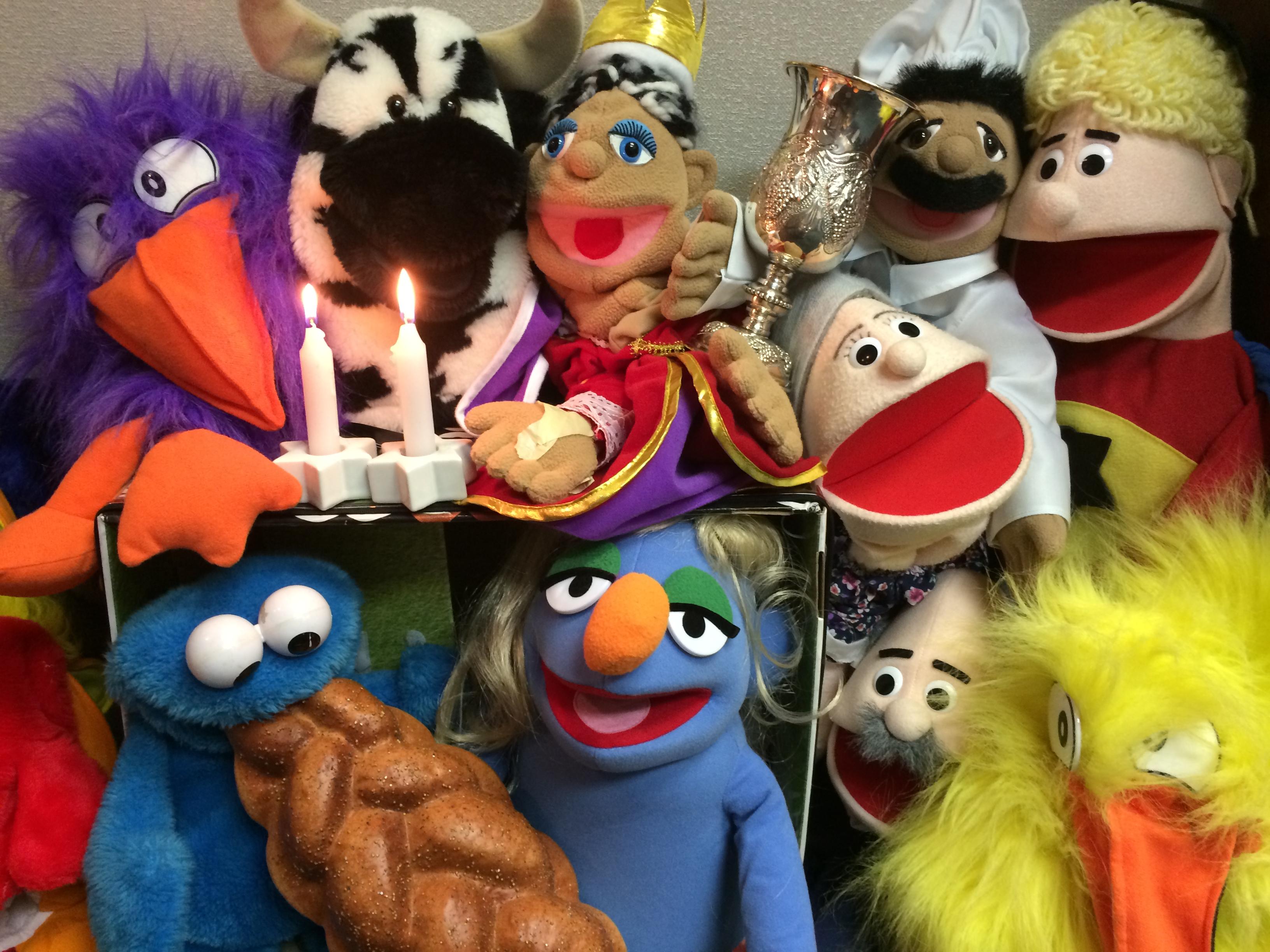 Tot Shabbat puppets